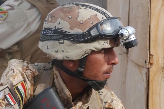 Iraqi commandos train to train others