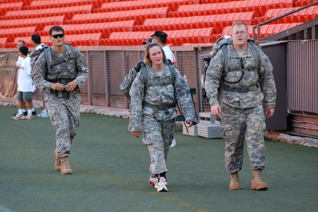 'Tropic Lightning' Soldiers showcase division talent at 2010 'Great Aloha Run'