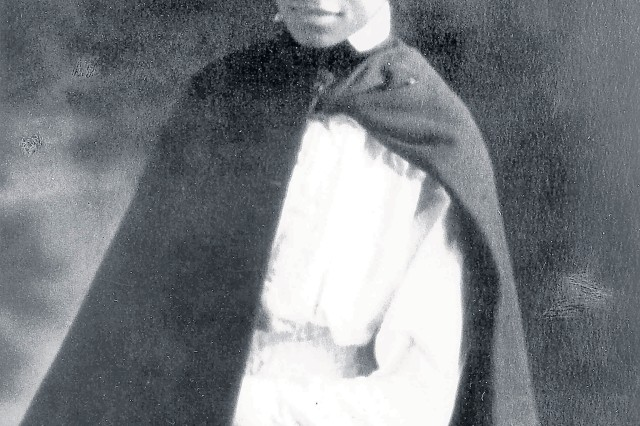 1st Lt. Aileen Cole Stewart in formal uniform in 1918.