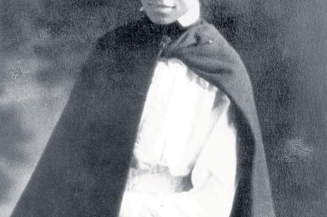 1st Lt. Aileen Cole Stewart in formal uniform in 1918.