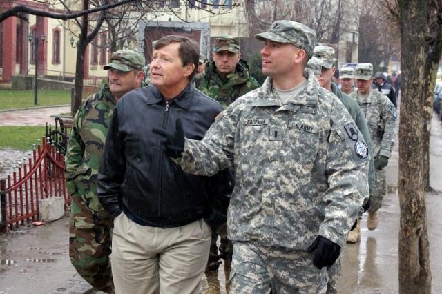 U.S. Congressman Earl Pomeroy visits N.D. troops in Kosovo