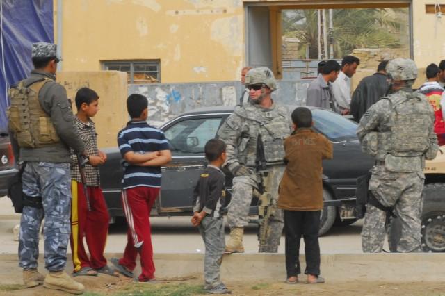 Iraqi elections, U.S. drawdown to proceed