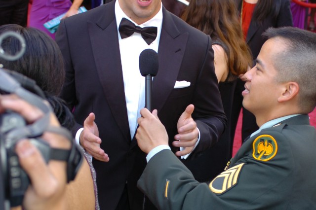 """Eli Roth gives a shout-out to troops at the 82nd Academy Awards March 7, 2010 in Hollywood. Staff Sgt. Walter Talens, 302nd Mobile Public Affairs Detachment, Bell, Calif., interviewed celebrities for Armed Forces Network."""""""