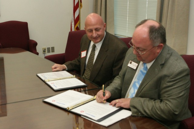 Cochise College, Embry-Riddle sign Articulation Agreement