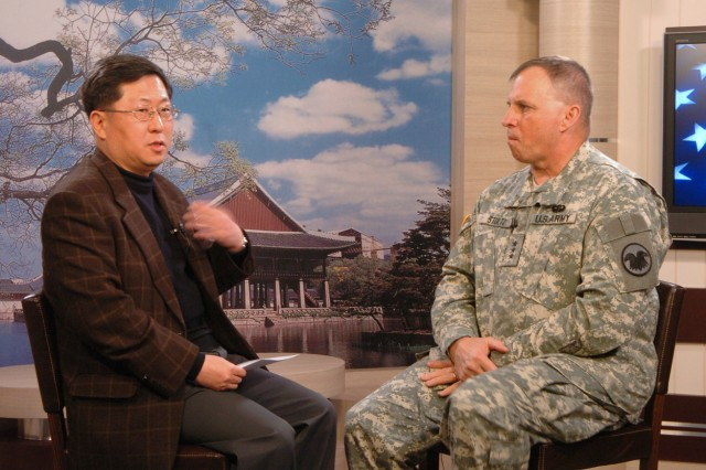 Lt. Gen. Jack Stutlz, Army Reserve commanding general, discusses reserve augmentation to exercise Key Resolve/Foal Eagle during an interview with Yu Yong-won, Chosun Daily senior staff writer, on Yongsan Garrison March 11.