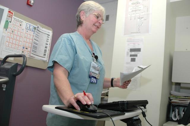 VA Nurse Accessing Electronic Medical Records