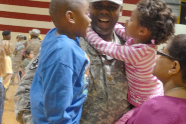 Maj. Jeffrey Wagstaff was welcomed home by wife and kids. (U.S. Army photo by Robert Stevenson)