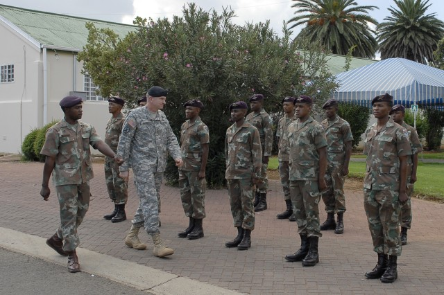 U.S. Army Africa commander meets South African military leaders