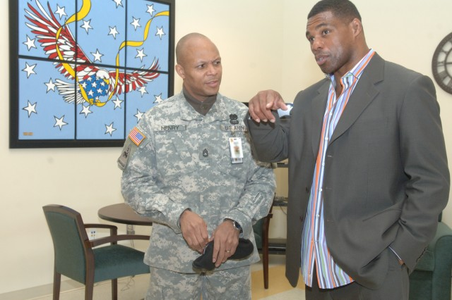 Herschel Walker visits with WTU