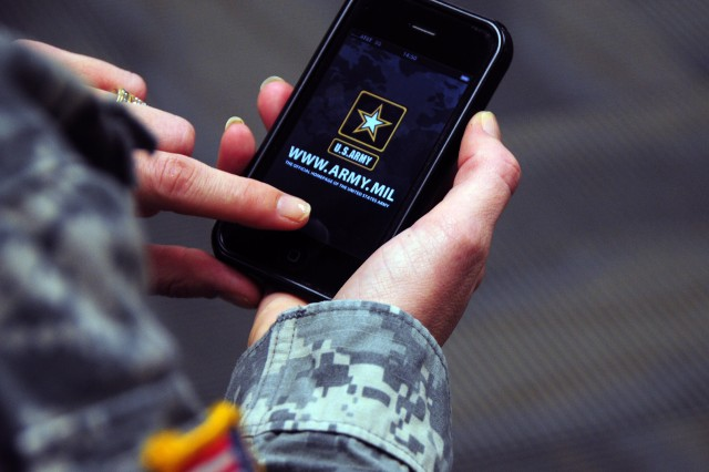 Army, Apple meet to discuss hand-held solutions for Warfighters