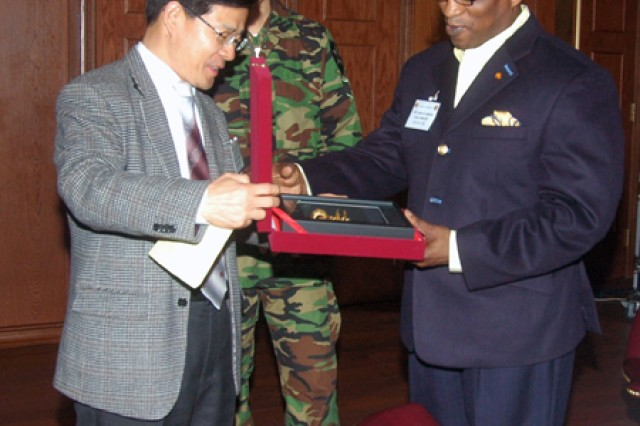 Col. Kim, Hee-soo, commander, 600th Defense Security Unit, presents a farewell gift to Col. Larry 'Pepper' Jackson, USAG-Red Cloud commander, March 23, at Mitchell's club. The 600th DSU, comprised of five teams, is stationed in northern Gyeongi-gi Province. The first two teams duty is to support security at USAG-Red Cloud and USAG-Casey. The 600th DSU agents cooperate with the Korean National Police and National Intelligence Service to exchange or gather intelligence and support the 2nd Infantry Division with security. Area I, 2ID Intelligence, the Military Police and Criminal Investigation Department are the main partners of the 600th DSU. Dealing with incidents is another role of the 600th DSU. When Soldiers find themselves in trouble off-post, the 600th DSU acts as a negotiator between 2ID and the KNP or local government. In addition to providing security for 2ID, the 600th DSU organizes tours for U.S. Soldiers to the Demilitarized Zone, even arranging lodging to facilitate Republic of Korea/U.S. friendship.