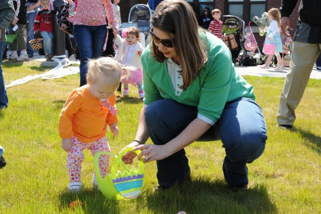 Fort Bragg paratroopers, Families celebrate Easter early
