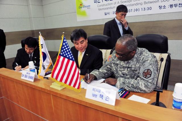 Red Cloud Garrison and Dongducheon City sign memorandum