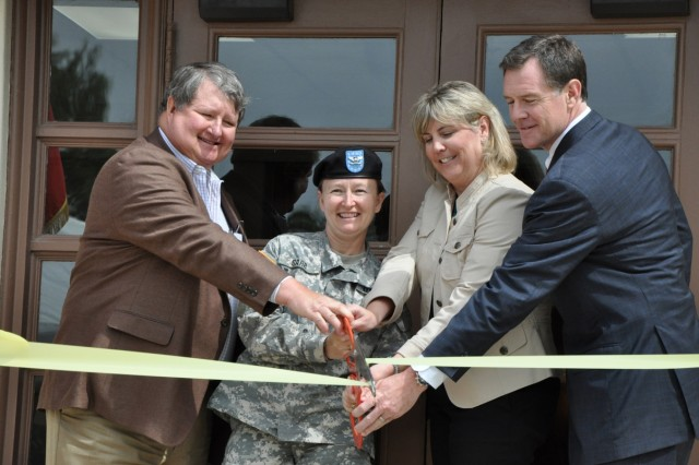 From left: Fred Chaney, senior vice president Lincoln Military Housing; Col Mary Garr, garrison commander; Allyson McKay, executive director, Lincoln Military Housing; and Jeff Courtwright, executive vice president, Lincoln Property Company cut the ribbon officially opening the Main Resident Center at Fort Sam Houston April 9.
