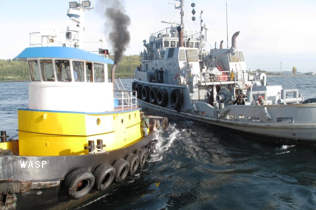 <i>Knox</i> moves away after dropping its lines from <i>Vulcan</i>, as the civilian tug <i>Wasp</i> moves in to take control of the barge.
