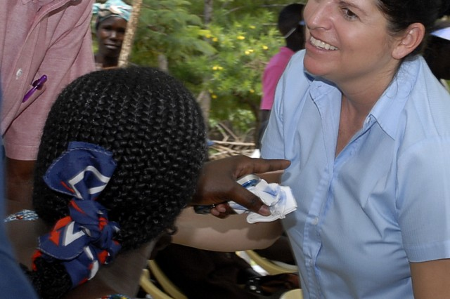 """Lt. Col. Maria Bovill (right), director of U.S. Army Medical Research Unit-Kenya's Kombewa Clinical Research Center, was among crowds of people at Kit Mikayi primary school to mark World Malaria Day 2010. <a href=""""http://www.flickr.com/photos/usarmyafrica/sets/72157623809013649/"""" title=""""Flickr Photo Archive"""" target=""""_blank"""">Click to download or share this photo.</a></p></td>"""