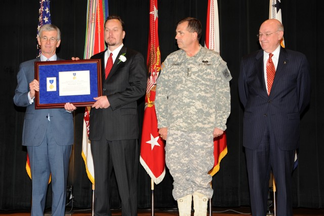 Army Battlefield Medical Records Program Director Earns Decoration for Exceptional Civilian Service Award