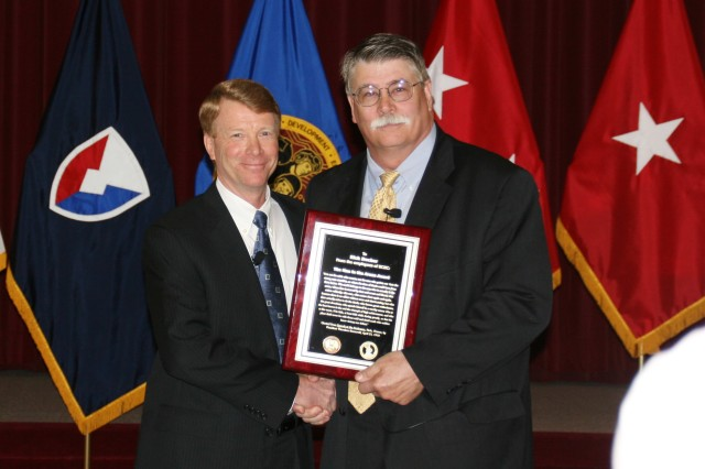 Senior Army research director retires