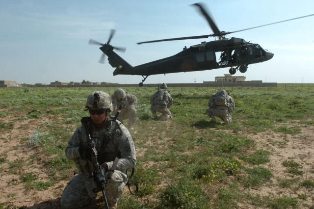 Task Force Wings' Personnel Recovery Force Soldiers are extracted from a landing zone by a Hawaii-based UH-60L Black Hawk helicopter operated and maintained by air crews of 2nd Battalion, 25th Aviation Regiment, Task Force Diamond Head, during a mission in northern Iraq, April 2.