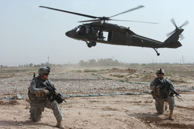 Task Force Wings' Personnel Recovery Force Soldiers are extracted from a landing zone by a Hawaii-based UH-60L Black Hawk helicopter operated and maintained by air crews of 2nd Battalion, 25th Aviation Regiment, Task Force Diamond Head, during a mission in northern Iraq, April 4.