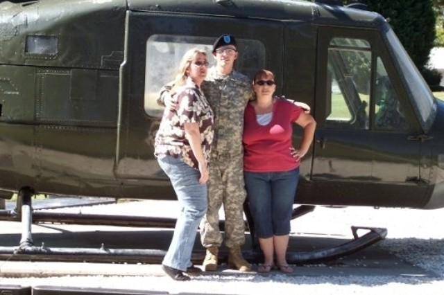 3rd ID Soldiers thanks both of his mothers
