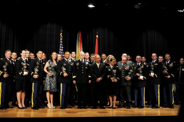 Army's top junior officers recognized with MacArthur award