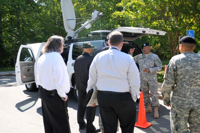 Col. Quill Ferguson, G6, U.S. Army North, speaks with participants April 28 about the signal and communications ability of the Emergency Response Vehicle during the 2010 Joint Force Land Component Command Interagency Hurricane Rehearsal of Concept exercise at Fort Belvoir, Va.