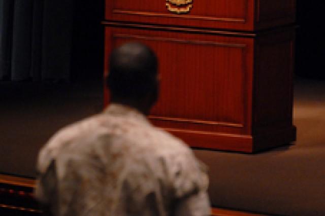 Defense Secretary Gates visits Fort Leavenworth, speaks at CGSC