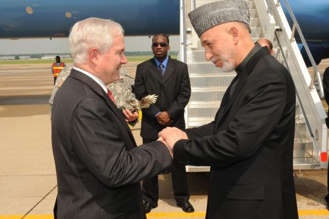 Karzai greets Gates