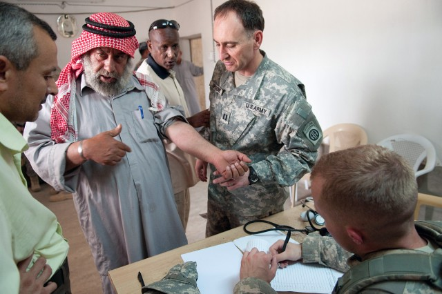 Army medics assess medical needs of poor Anbar community