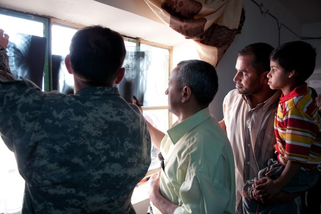 Army medics assess medical needs of poor Anbar community