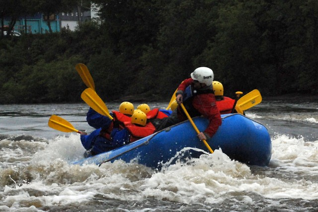 3rd BSTB Soldiers forge bond while whitewater rafting