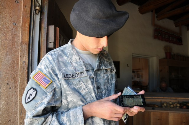 Army testing smartphones