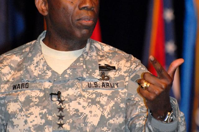 AFRICOMAca,!E+commander visits CGSC