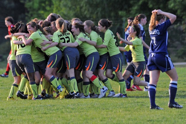 Patch girls' soccer team takes D-1 title, caps off perfect season