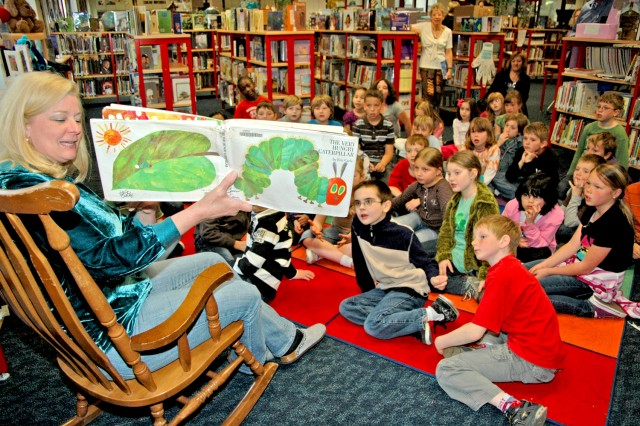 "Hainerberg Elementary School librarian Kitty Ochoa reads ""The Very Hungry Caterpillar"" to German and American students."