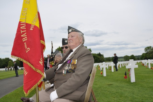 Frans Marique, a Belgian World War II veteran from the 5th Fusiliers Battalion pays respect to his American brethren during the Memorial Day ceremony at Henri-Chapelle Cemetery May 29. (U.S. Army photo by Marie-Lise Baneton)