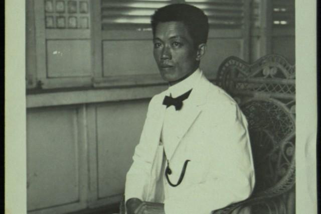General Emilio Aguinaldo seated. (Dinwiddie Collection).
