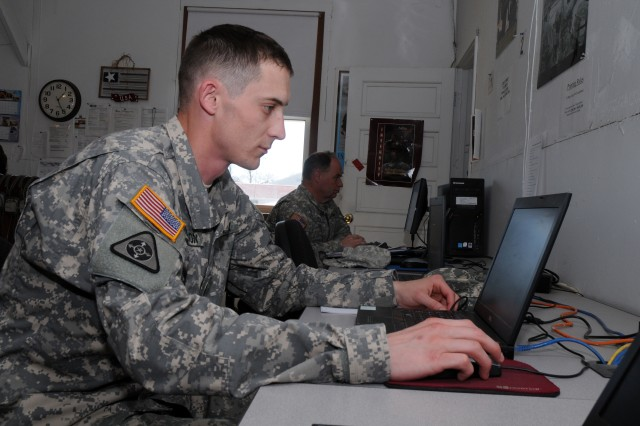 Fort McCoy Computer center helps mobilized Soldiers stay in touch