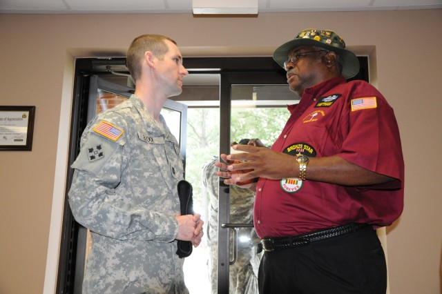 Combat vets share struggles, similarities