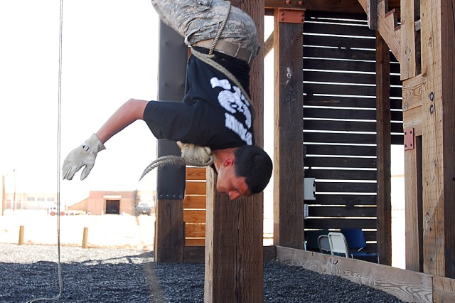 An El Paso Recruiting Company noncommissioned officer and rappel master, Staff Sgt. Rickey Hunter, demonstrates a rappel for 310th Military Police Battalion Soldiers from Uniondale, N.Y., after assisting in their training at Fort Bliss, Texas, June 18. The 310th Soldiers went through a nine-station obstacle course and rappelled the Fort Bliss tower as part of the Army Reserve 200th Military Police Command's Operation Guardian Justice.