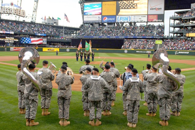 Mariners honor Army