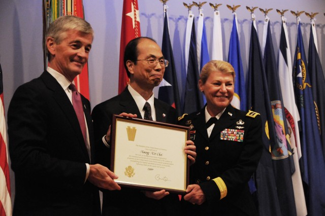 Army executives, professionals receive Presidential Rank Award