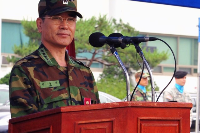 Republic of Korea Army Gen. Lee Sang-eui, the outgoing ROK Chairman of the Joint Chiefs of Staff, delivers his farewell speech.