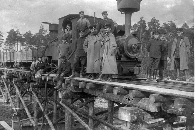 German soldiers pose beside a narrow-gauge train used to supply construction materials to Grafenwoehr in the early 20th century.