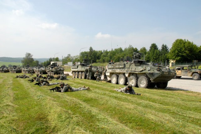 Soldiers conduct a training exercise in Grafenwoehr.