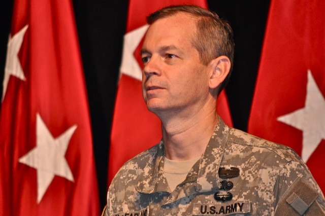 MacFarland assumes Fort Leavenworth command roles from Cardon