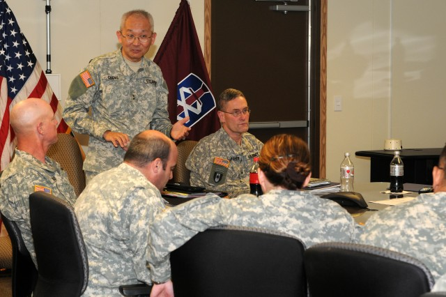 807th MDSC commander visits 18th MEDCOM (DS)