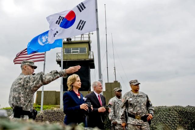 Clinton, Gates Reaffirm U.S. Commitment to South Korea