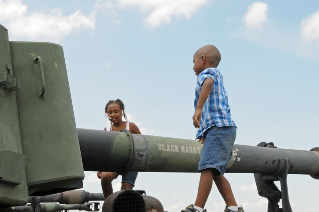 Keyonna and Malakhi Young climbed on their father's,  Staff Sgt. Joe Young of Bravo Battery 2/138 FA, M109A6.